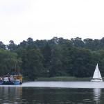 Nieodpowiedzialne zachowanie dwóch sterników na jeziorze Bełdany. 22-latek trafił do szpitala