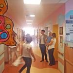 Mateusz Damięcki odwiedził małych pacjentów