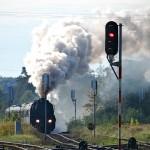 Zabytkowy parowóz ciągnie pociąg z turystami z Niemiec