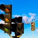 Na 13 olsztyńskich skrzyżowaniach zmieni się system sygnalizacji świetlnej. Zobacz, gdzie w ten weekend zniknęły bezkolizyjne strzałki skrętu w lewo