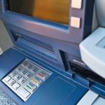 Napad przy bankomacie