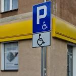 Parkingi dla niepełnosprawnych świecą pustkami