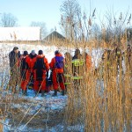 Uratowano wędkarzy pod, którymi załamał się lód