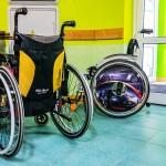 Schorowani rodzice nie mają siły pomagać synowi na wózku