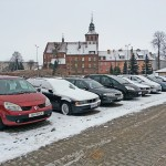 Komis aut zajmuje miejsca parkingowe