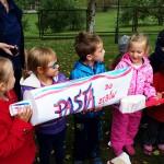Dzieci biły rekord Guinnessa w równoczesnym myciu zębów