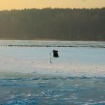 Lód na jeziorach jest jeszcze zbyt cienki!