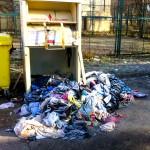 Gdzie trafia odzież wrzucana do specjalnych kontenerów?
