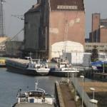 Spadek wód w rzece Elbląg wstrzymał żeglugę barek i statków