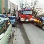 W Bartoszycach strażacy nie mogą dojechać do bloków