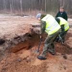 Podczas ekshumacji odnaleziono szczątki 27 osób