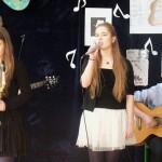 Młodzież śpiewa piosenki Jacka Kaczmarskiego