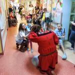 Rycerze odwiedzili pacjentów onkologii dziecięcej