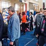 Młodzi i starsi szukają pracy na giełdzie