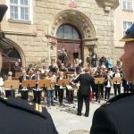 Olsztyn: koncert orkiestry i biało-czerwony tort w Dniu Flagi