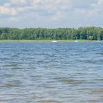 Na jeziorze Roś zauważono dryfujące ciało. Służby badają okoliczności tragicznego wypadku