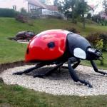 Gigantyczne owady atrakcją  parku w Starych Juchach
