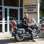 Ksiądz-motocyklista przyjechał z życzeniami dla Radia Olsztyn