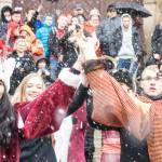 Maturzyści odtańczyli poloneza w centrum Olsztyna