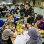 Coraz więcej osób deklaruje pomoc repatriantom z Ukrainy