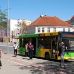 Autobus i tramwaj zamiast samochodu. Kierowcy w Elblągu mogą skorzystać z darmowej komunikacji miejskiej