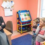 Minister edukacji odwiedziła dzieci repatriantów z Donbasu