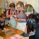 Wspólne gotowanie połączyło seniorów i młodzież