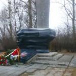 Pomnik radzieckiego generała owinięty czarną folią