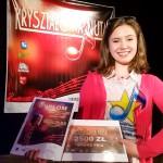 Klara Płatek nagrywa piosenkę w Radiu Olsztyn