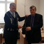 Podarował kolegom z UWM sadzonkę najstarszego dębu w Belgii