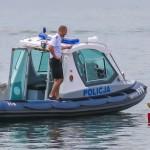 W długi weekend policja apeluje o rozwagę  na drogach i nad wodą