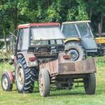 70-latek przygnieciony przez traktor podczas prac polowych. Policja zatrzymała jedną osobę