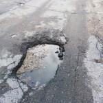 Mieszkańcy Gołdapi mają dość dziurawych dróg