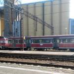 Pociąg relacji Działdowo-Olsztyn stoi w polu