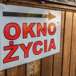 Dzieci znalezione w oknie życia w Olsztynie trafiły pod tymczasową opiekę dziadków