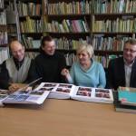 od lewej Mariusz Wiżynis-Gawroński, Marian Jurak, Alicja Opalińska i Tadeusz Walczak z Warmińsko-Mazurskiego Oddziału PTTK