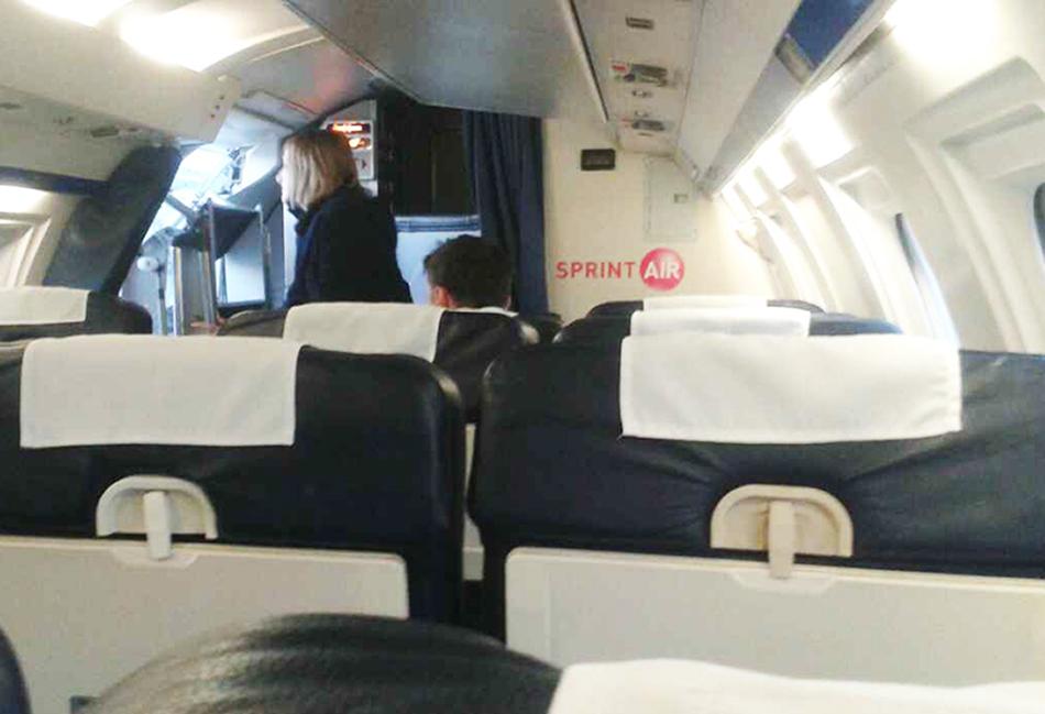 Reporter Radia Kraków leci samolotem do Szyman.
