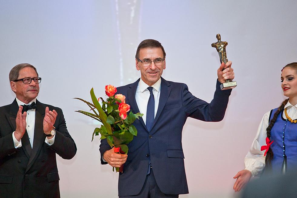"""W kategorii """"samorządy"""" statuetkę otrzymał Piotr Grzymowicz. Fot. Sławomir Ostrowski"""