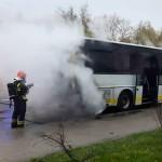 Strażacy gasili pożar autobusu