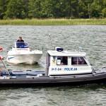 Policyjni wodniacy pomogli sternikowi, który wpadł do jeziora