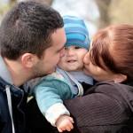 ZUS: wielu mężczyzn korzysta z urlopu ojcowskiego, rzadziej biorą urlop rodzicielski