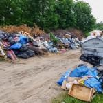 Ogródki działkowe na Wójtowej Roli toną w śmieciach