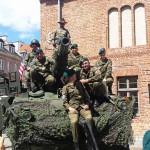 Amerykańscy żołnierze na rynku Starego Miasta w Olsztynie