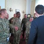 Amerykańscy żołnierze w urzędzie wojewódzkim