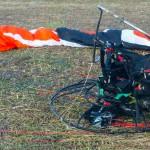 Życie paralotniarzy, którzy spadli z 10 metrów nie jest zagrożone