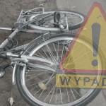 Rowerzysta pod kołami samochodu. Ranny mężczyzna trafił do szpitala