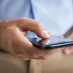 Oszuści wysyłają SMS-y z prośbą o dopłatę za przesyłkę. Dwaj mieszkańcy regionu stracili prawie 14 tysięcy złotych