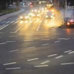 Zderzenie samochodów ocaliło życie rowerzysty. FILM z monitoringu