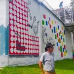 Więźniowie pomagają malować największy mural w regionie