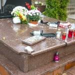 Ponad pół roku zajęło policji znalezienie sprawcy, który zniszczył cmentarz w Ełku. Okazało się, że przebywa w areszcie